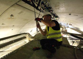 Zerstörungsfreie Prüfung des Wandaufbaus eines Bauwerks mit ECS